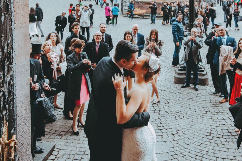 Hochzeitsfotografie Paar und Publikum