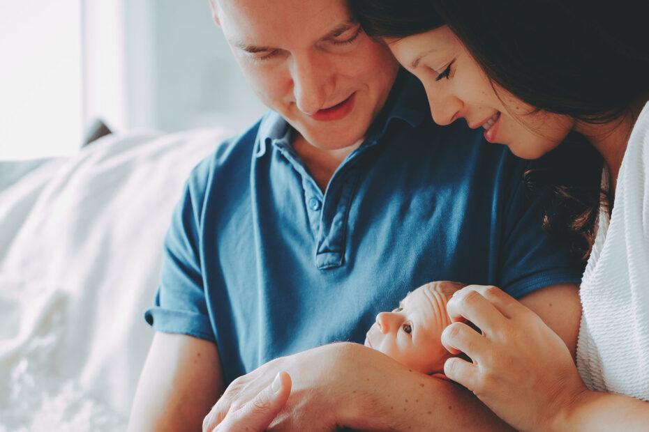 Familie mit Neugeborenem