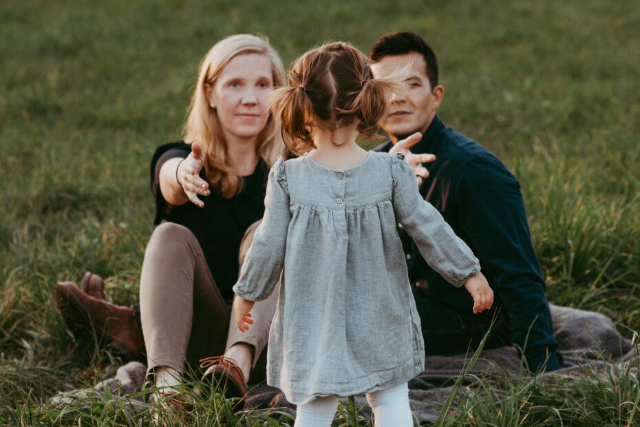 Kleinkind mit Eltern